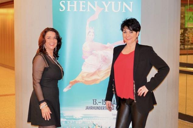 Предпринимательницы Симоне Ботт и Сабине Зэнфт посетили концерт Shen Yun во Франкфурте, Германия. Фото: Florian Godovits / Epoch Times