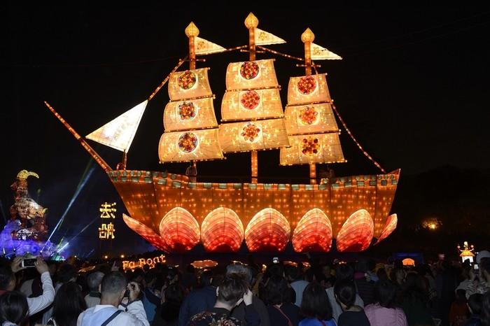 Праздник фонарей. Скульптура «Корабль Закона». Город Тайчжун, Тайвань. Февраль 2015 года. Фото: The Epoch Times