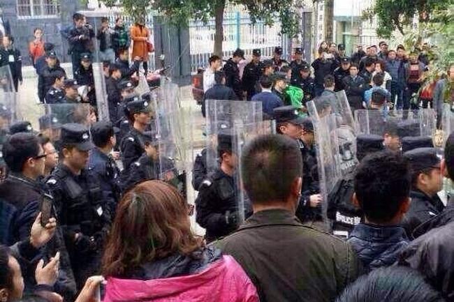 Протесты учителей. Китай. Март 2015 года. Фото с epochtimes.com