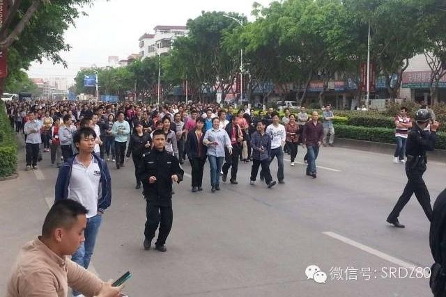 Забастовка рабочих. Город Чжуншань провинции Гуандун. Март 2015 год. Фото с epochtimes.com
