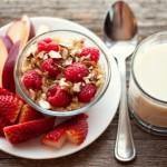 Здоровый завтрак зарядит организм энергией на весь день. Фото: Thinkstock