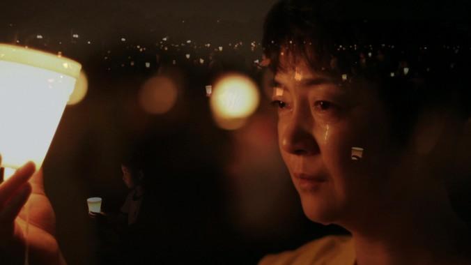Дженнифер Цзэн в Вашингтоне на акции со свечами, посвящённой памяти погибших в Китае последователей Фалуньгун. Фото: NTD Television
