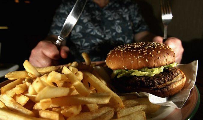 Учёные: худеющие люди могут есть нездоровую пищу