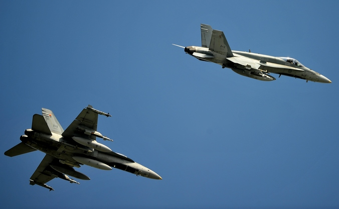 Канадские истребители-бомбардировщики F-18. Фото: ALBERTO PIZZOLI/AFP/Getty Images