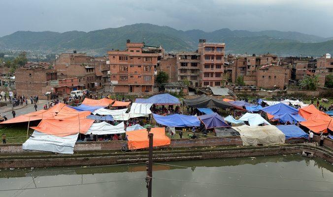 Президент и жители Непала перебрались в палатки (видео)