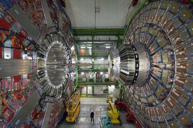 Адронный коллайдер. Фото: Richard Juilliart/AFP/Getty Images