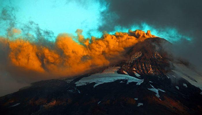 Уровень опасности вулкана Вильяррика могут поднять до красного (видео)