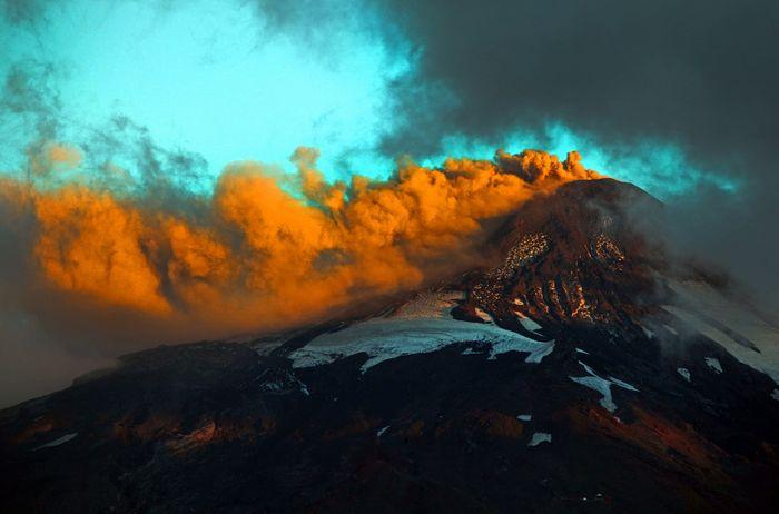 Вулкан Вильяррика. Фото: SEBASTIAN ESCOBAR/AFP/Getty Images