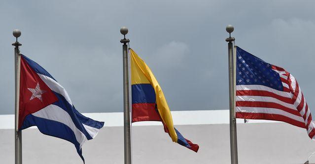 Флаги перед зданием  Atlapa Convention center в преддверии VII саммита Америк. Панама. Фото: RODRIGO ARANGUA/AFP/Getty Images