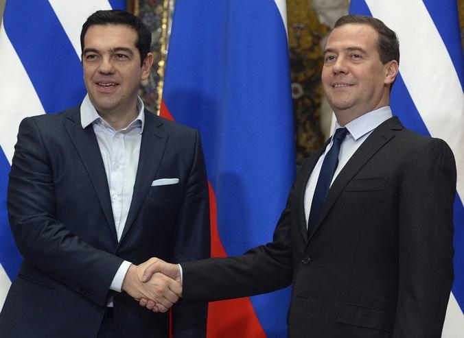 Встреча премьер-министра Греции Алексиса Ципраса и премьер-министра России Дмитрия Медведева, Москва, 9 апреля. Фото: ALEXANDER NEMENOV/AFP/Getty Images