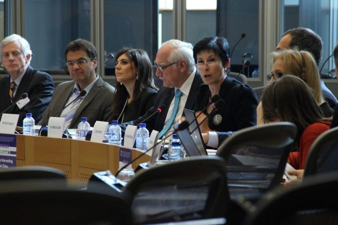 Жоэль Хивоннет из Европейской службы внешних связей выступает в Европейском парламенте на семинаре «Извлечение органов в Китае», 21 апреля, Брюссель, Бельгия. Фото: Epoch Times