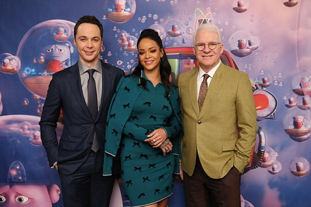 """Rihanna Promotes Her New Animated Feature """"Home"""""""