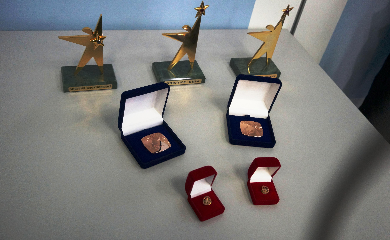 Почётные награды победителям Глобальной премии в области энергетики 2015. Фото: Ульяна Ким/Великая Эпоха