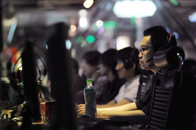 Интернет-кафе в Пекине, 12 мая 2011 г. В Китае 10 миллионов комсомольцев работает онлайн-агитаторами. Фото: Gou Yige/AFP/Getty Images