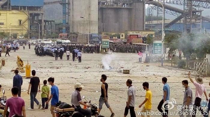 Протесты против строительства мусоросжигательного завода. Провинция Гуандун. Апрель 2015 года. Фото с epochtimes.com