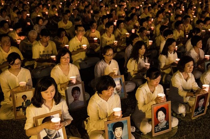 Последователи Фалуньгун проводят акцию памяти своих единомышленников, погибших в Китае в результате репрессий. Тайвань. 2014 год. Фото: The Epoch Times