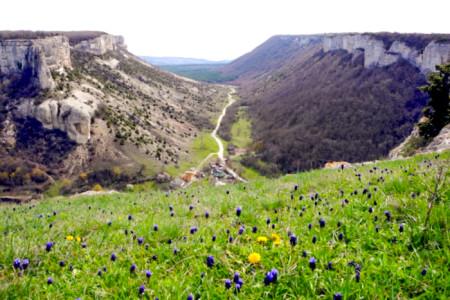 Вид с куэсты на долину Ашлама-Дере. Фото: Алла Лавриненко/Великая Эпоха