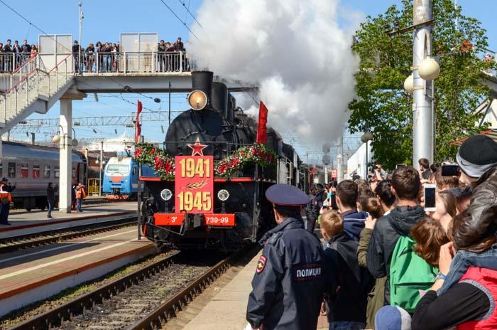Ретро-поезд «Победа» посетил город-герой Новороссийск. Фото: Андрей Михайловский/Великая Эпоха