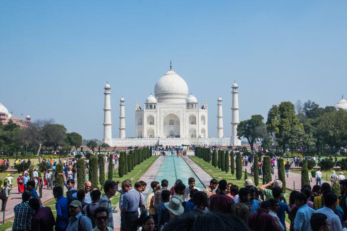 Три индийских ребёнка не могут передвигаться из-за ожирения