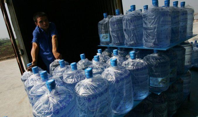 В Китае под видом очищенной продают воду из-под крана