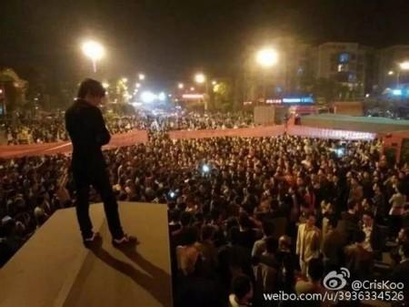 Протесты против загрязнения воздуха. Уезд Вэйюань провинции Сычуань. Апрель 2015 год. Фото с epochtimes.com