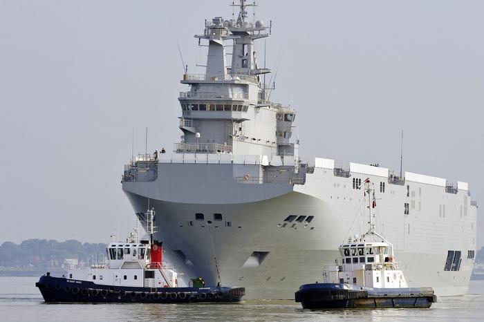 Корабль-вертолётоносец «Севастополь». Фото: GEORGES GOBET/AFP/Getty Images