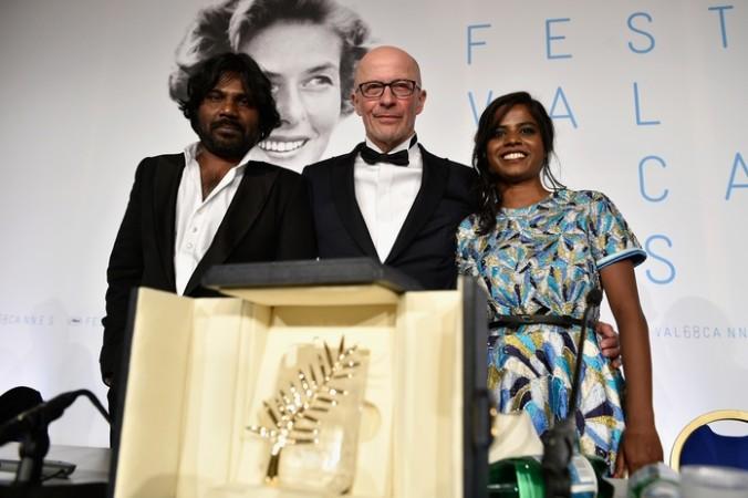 Французский режиссёр Жак Одийяр (в центре) с актёрами фильма «Дипан».Фото: Franck Robichon — Pool/Getty Images