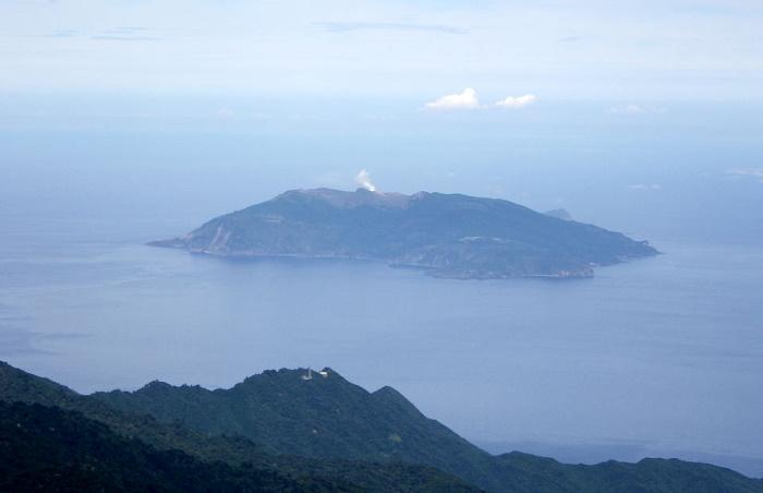 Японский вулкан Кутиноэрабу выбросил столб пепла высотой 9 км