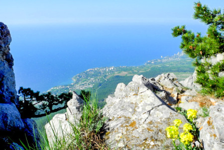 Панорама южного берега Крыма с вершины Ай-Петри. Фото: Алла Лавриненко/Великая Эпоха