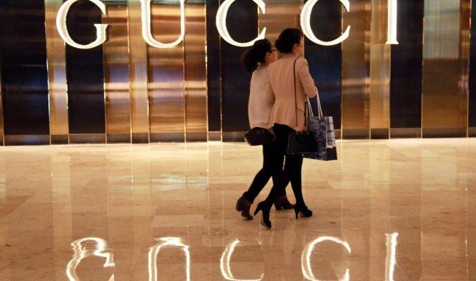 Gucci судится с гигантом электронной коммерции Alibaba из-за торговли подделками