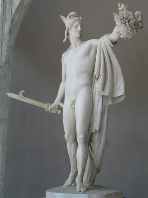 Персей держит голову Медузы Горгоны