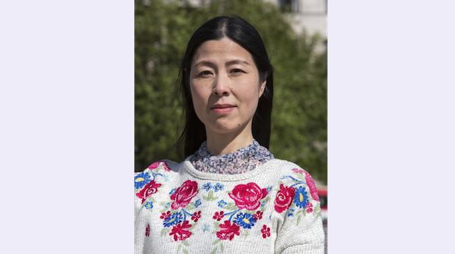 Лэй Чэнь проводит акцию за освобождение своей сестры Хунхуа Лин, которую арестовали и избили в Китае. Фото: Si Gross
