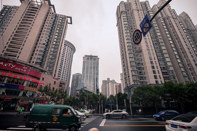 Высотные здания в Шанхае, одном из самых современных городов Китая. Китайский рынок недвижимости находится в тяжёлом состоянии. Фото: jo.sau/Flickr