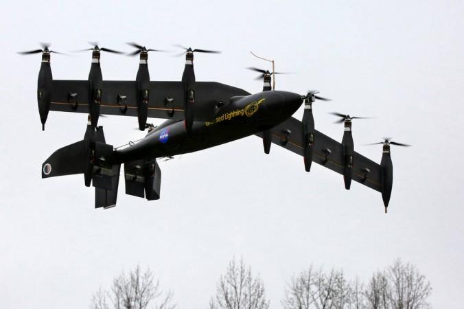 Разработанный НАСА летательный аппарат на аккумуляторной батарее. Он взлетает, как вертолёт, но летит, как самолёт. Фото: NASA Langley/David C. Bowman