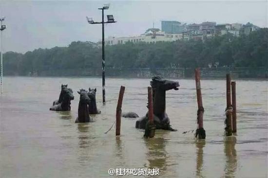 Наводнение на юге Китая в районе Гуанси. Май 2015 года. Фото с epochtimes.com