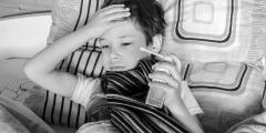 В Казахстане 30 школьников госпитализировали после вакцинации