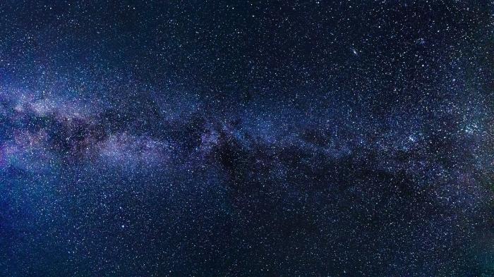 Наши предки видели это каждую ночь, для нас это стало редким зрелищем