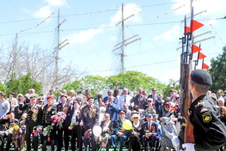 Ветераны принимают парад. Парад Победы в Севастополе. Фото: Алла Лавриненко/Великая Эпоха