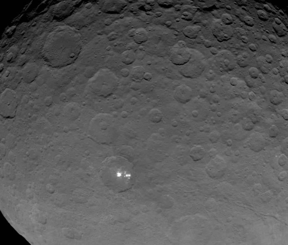 Таинственные пятна на Церере. Фото: NASA