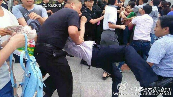 На юге Китая полиция разогнала протестующих рабочих