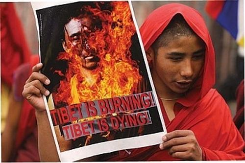 Более 100 тибетцев совершили самосожжения в знак протеста против репрессивной политики компартии Китая. Фото с epochtimes.com