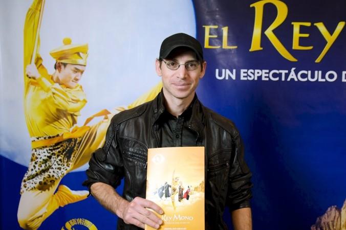 Режиссёр Марио Мартинес посетил представление «Король обезьян» в Буэнос-Айресе 7 июня 2015 г. Фото: NTD Television