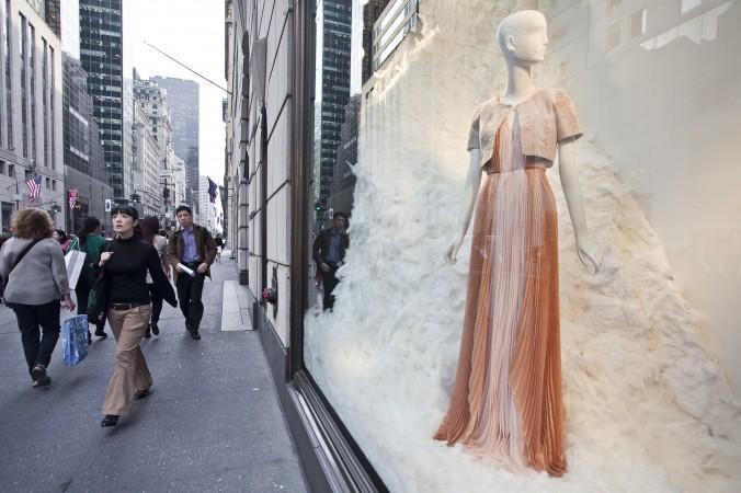 Витрина магазина Bergdorf Goodman на 5-й авеню в Нью-Йорке, 10 апреля 2013 года. Фото: Samira Bouaou/Epoch Times