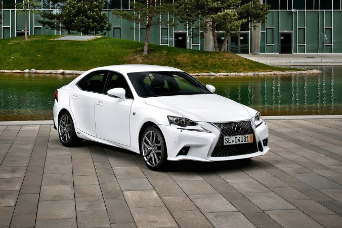 2015 Lexus IS. Фото: Courtesy of NetCarShow.com