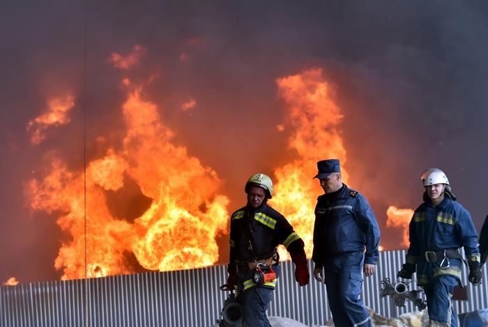 Пожар на нефтебазе в селе Крячки, 9 июня, 2015 год. Фото: SERGEI SUPINSKY/AFP/Getty Images
