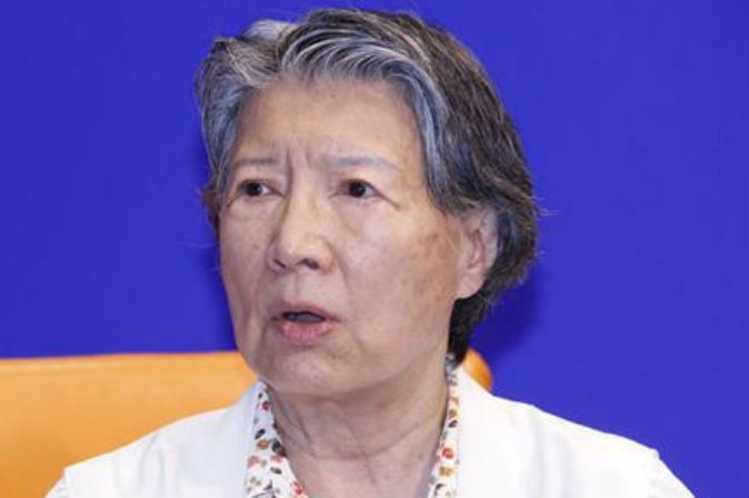 Чэнь Вэйли, дочь китайского революционера Чэнь Юня, даёт интервью репортёру Сhina Youth Daily. Фото: скриншот/China Youth Daily