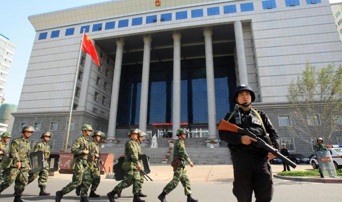 Китайские коррупционеры мастерски инсценируют раскаяние на суде