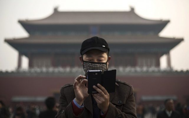 Пожаловаться на коррупционеров в Китае теперь можно через приложение
