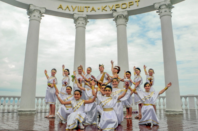 Участники карнавального «Шествия эпох» — эллины. Фото: Алла Лавриненко/Великая Эпоха