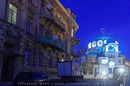 Дом Дувана слева и храм Святого Николая справа. Фото: marv.livejournal.com